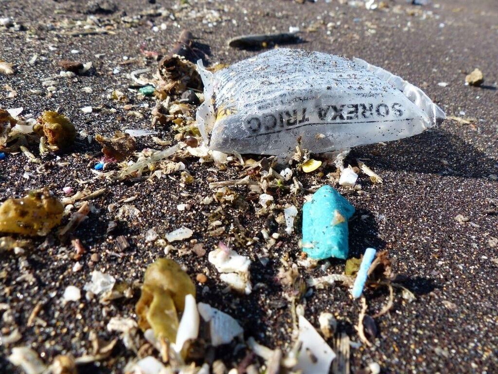 Plastik im Meer und die Folgen – Mikroplastik, Tiefsee & Gesetze