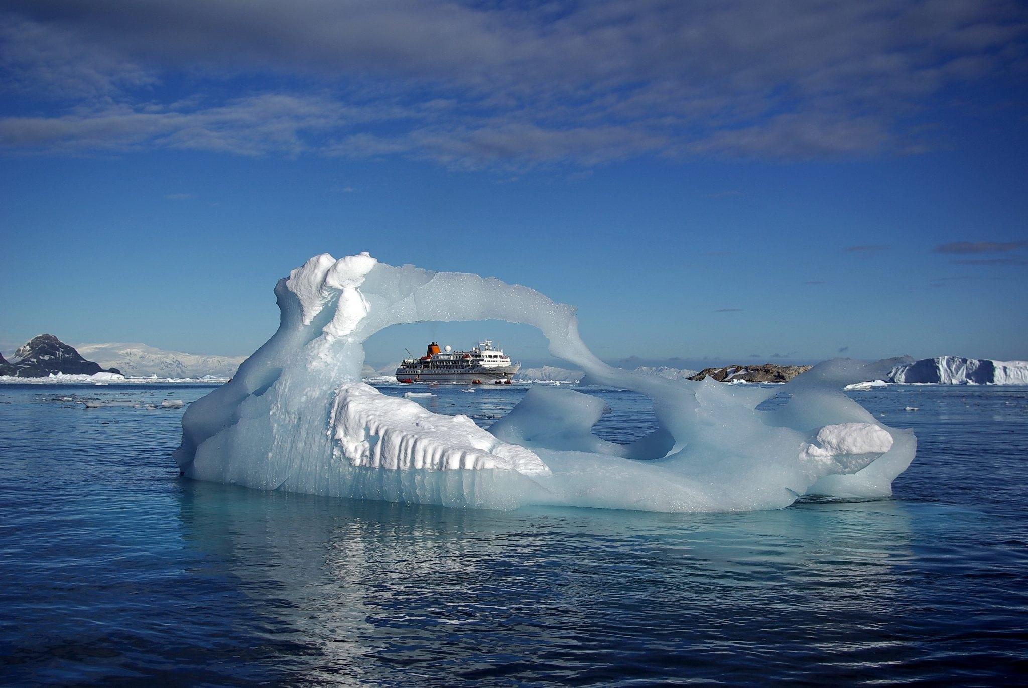 Kreuzfahrtschiff Antarktis- C - Fabian Ritter