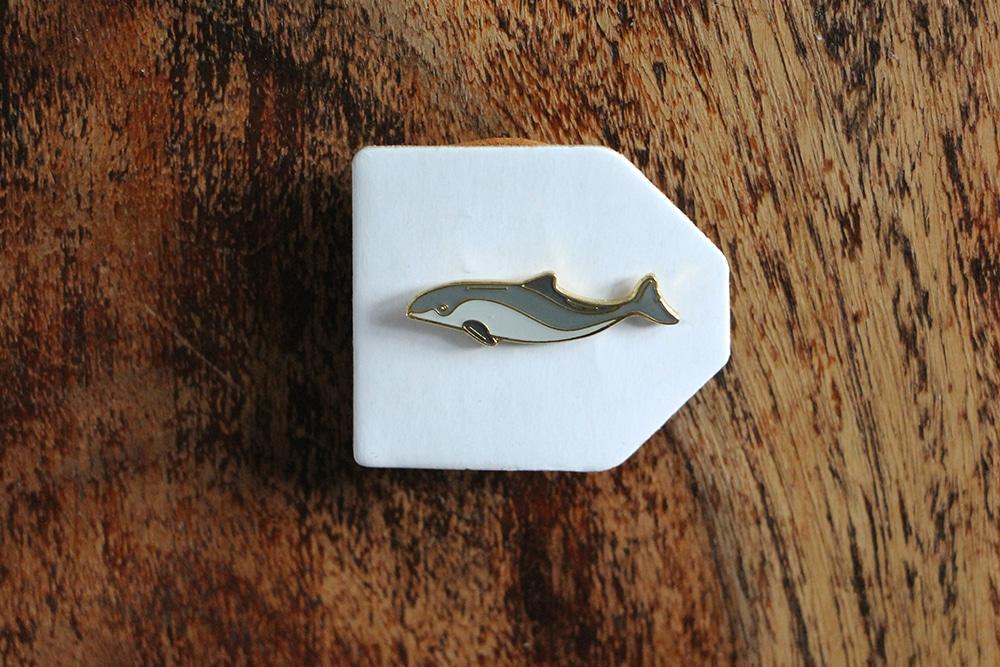 Schweinswal Pin auf Pappe aufgesteckt