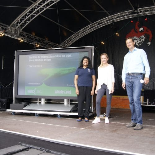 Von links nach rechts: Dr. Kampschulte, Leiter der Abteilung Bildung, Luisa Knüppe, Social Media WDC, Tharaka Sriram, Kampaignerin WDC.